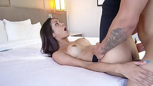 Brazilian MILF spreads legs in the sighting be useful to view porn video
