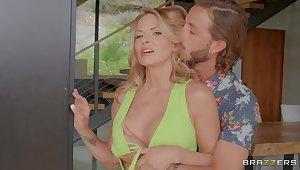 Pleasure-seeking MILF Savanna Samson in breathtaking lovemaking video