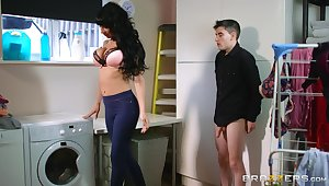 Striking young man sex for alluring MILF slut Valentina Ricci