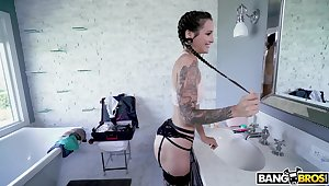 Tattooed room-mate Luna Lovely drops atop the brush knees to give head