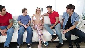 Blonde slut Skylar Vox drops on their way knees to suck lot of dicks